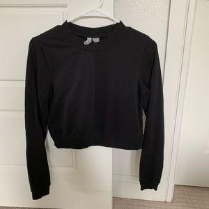 Black cropped sweatshirt (Size S)